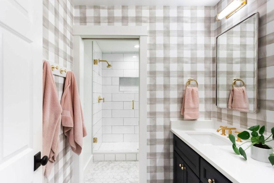 tween girls' shared bathroom
