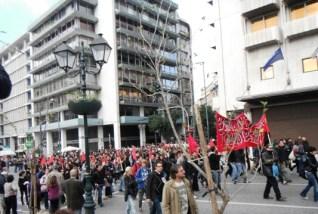 På vej til parlamentet: Antifacistisk demo ved Syntagmapladsen