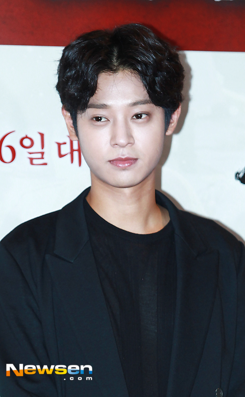 kpop korean rocker rockstar jung joon young band korean guy hairstyle middle part