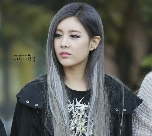 Korean kpop idol girl band group t-ara Qri grey white hair dye color hairstyles for girls kpopstuff