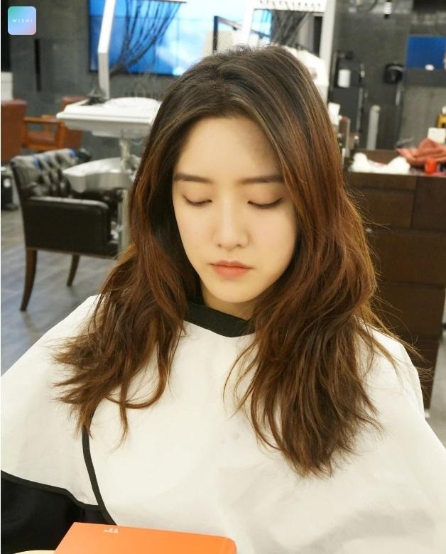 korea korean kpop idol long layered wavy haircut hairstyles for girls kpopstuff