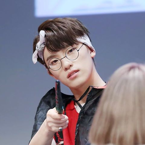 korea-korean-kpop-idol-boy-band-group-seventeen-dino-lee-chan-glasses-bandana-hairstyles-workout-gym-fashion-for-guys-kpopstuff
