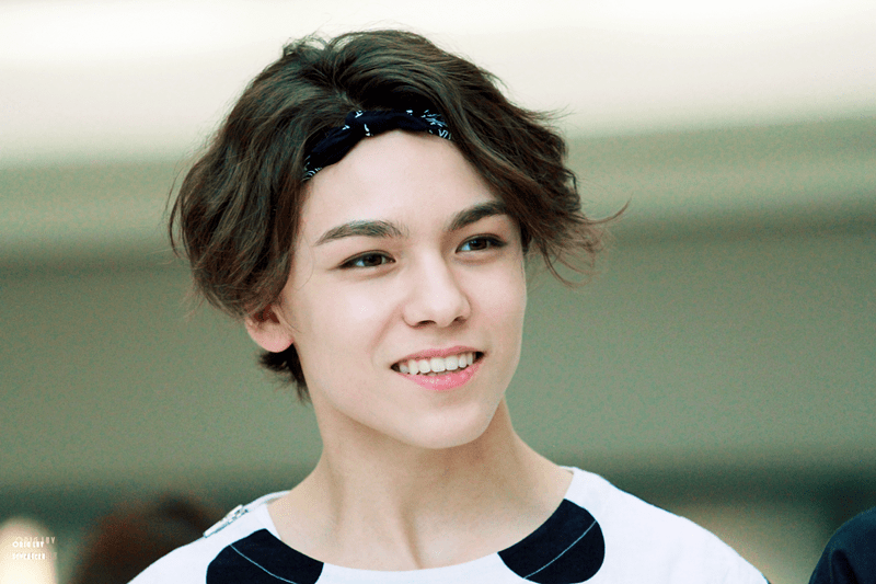 korea-korean-kpop-idol-boy-band-group-seventeen-vernon-bandana-hair-workout-gym-fashion-hairstyles-for-guys-kpopstuff