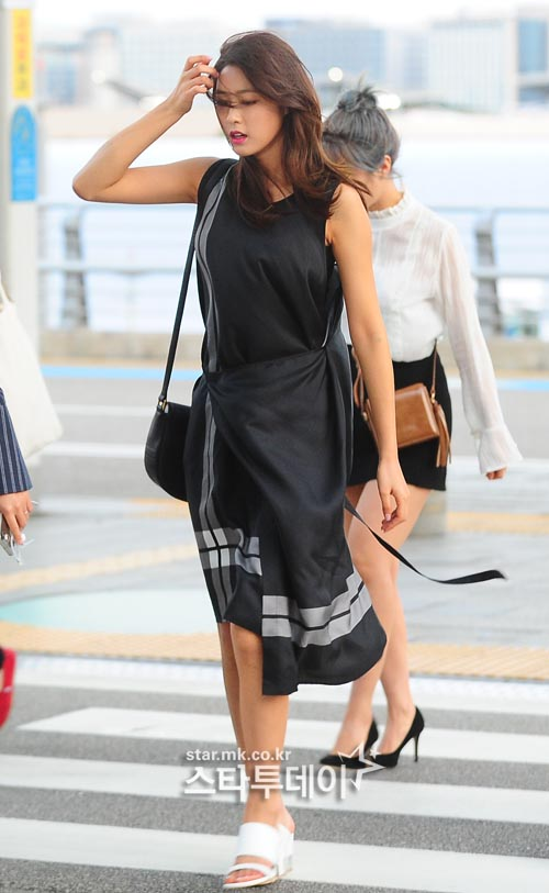 korea korean kpop idol girl band group aoa seolhyun's dress fashion black casual beachwear style outfits for girls kpopstuff