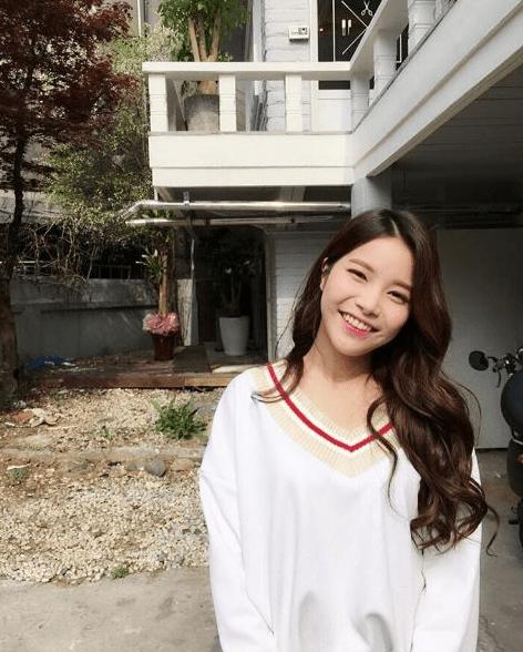 korea korean kpop idol girl band group mamamoo solar's goddess waves wavy hair hairstyles for girls permed look kpopstuff