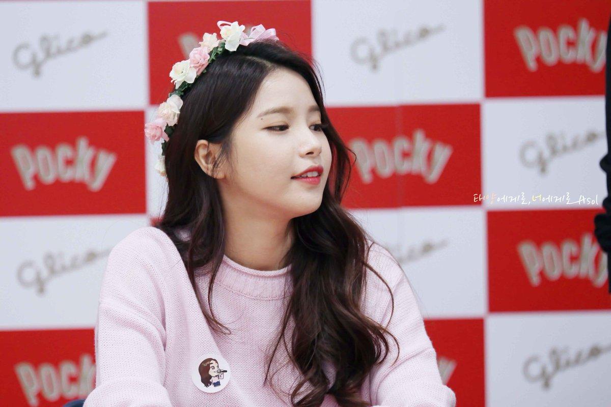MAMAMOO SOLARS GODDESS WAVES Kpop Korean Hair And Style - Curly short hair kpop