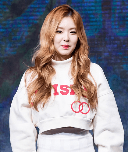 korea korean kpop idol girl band group red velvet irene's wavy hair light brown blonde waves curly hair hairstyles for girls kpopstuff