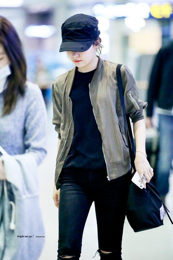 korea korean kpop idol girl band group red velvet seulgi's airport fashion fall jeans black army bomber outfit style for girls kpopstuff