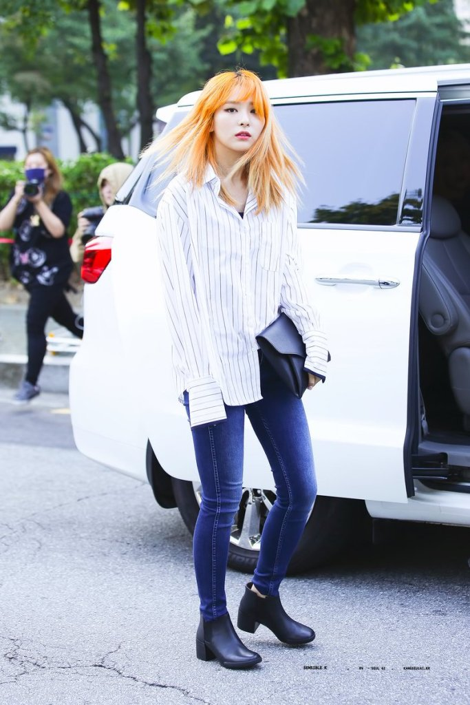 korea korean kpop idol girl band group red velvet seulgi's airport fashion fall jeans shirt outfit style for girls kpopstuff
