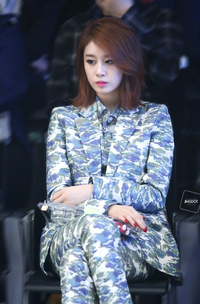 korea korean kpop idol girl group band tara t-ara jiyeon's lob hairstyle layered brunette hair color long bob haircut hairstyles for girls kpopstuff