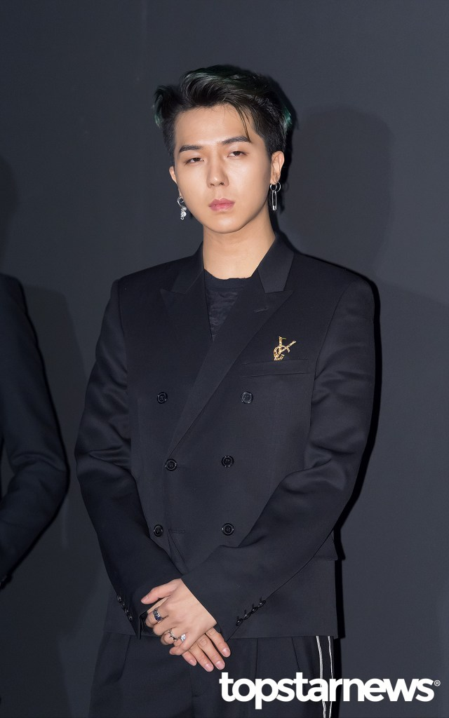 korea korean kpop idol boy band group winner mino and seungyoon at saint laurent chic modern fashion accessories guys men style kpopstuff