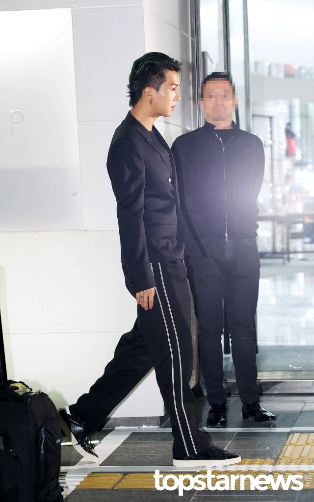 korea korean kpop idol boy band group winner mino and seungyoon at saint laurent chic runway model fashion looks formal for guys men kpopstuff