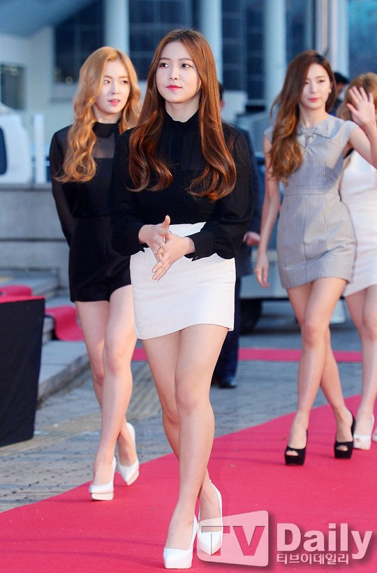 korea korean kpop idol girl band group red velvet's skirt fashion looks yeri formal occasion white skirt outfits style for girls kpopstuff
