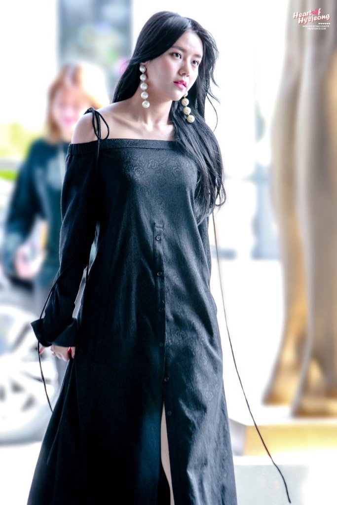 korea korean kpop idol girl group band aoa hyejung's 2017 seoul fashion week style black off the shoulder dress formal fashion style outfits for girls k