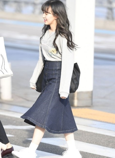 korea korean kpop idol girl group band red velvet wendy's airport fashion the denim skirt outfit looks complete fashion for girls kpopstuff