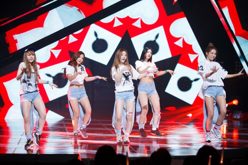 korea korean kpop idol girl group band red velvet's jeans from dumb dumb stage ripped distressed denim jean fashion looks for girls kpopstuff
