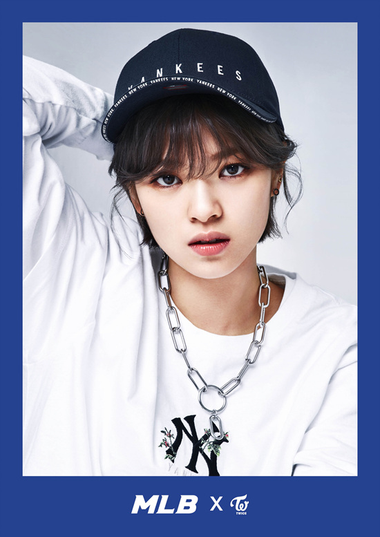 korea korean kpop idol girl group band twice's sporty looks jungyeon jeongyeon black yankees mlb korea cap style outfit streetwear casual fashion for girls kpopstu