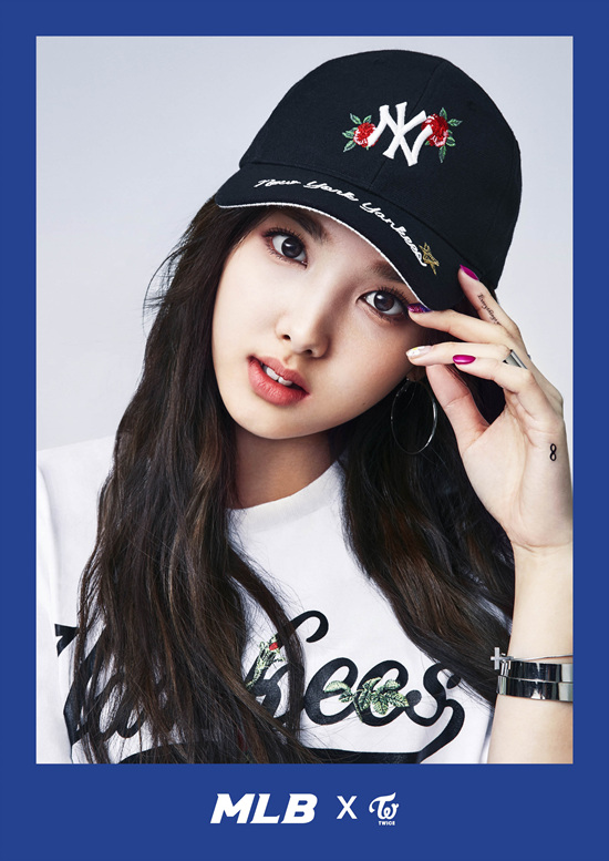 korea korean kpop idol girl group band twice's sporty looks nayeon black flower mlb yankees baseball cap feminine streetwear casual fashion girls kpopstuff
