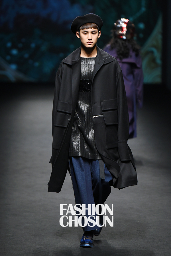korea korean kpop idol boy band group seventeen mingyu's seoul fashion week looks catwalk outfit style black oversize coat beret blue pants for guys kpopstuff