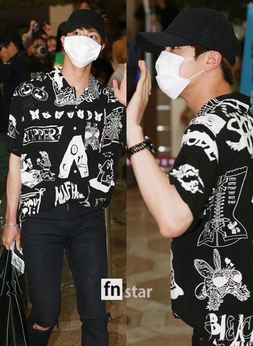 korea korean kpop idol boy band group BTS airport looks bangtan boys jin print graphic t shirt jeans black fashion style outfits guys kpopstuff