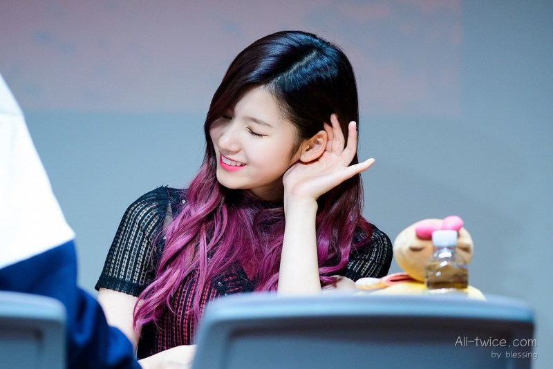 korea korean kpop idol girl group band twice sana's purple hair violet hair color dye two tone ombre hairstyles girls women kpopstuff