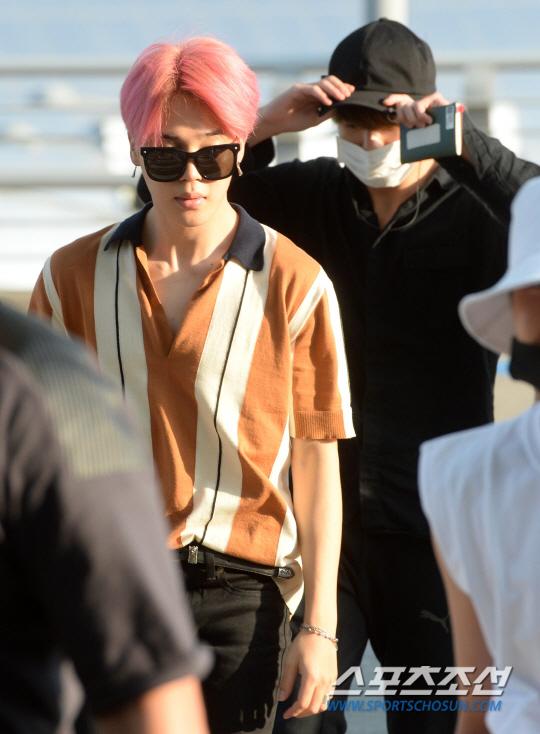 korean kpop idol band group bangtan boys beyond the scene BTS bts jimin's pink hair color new hair hairstyles guys boys kpopstuff