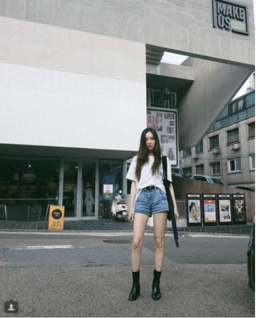 korea korean kpop idol girl group band gashina sunmi's fashion looks casual t shirt denim shorts daily lookbook outfit styles girls women kpopstuff