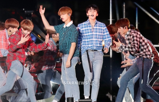 korea korean kpop idol boy band group wanna one's plaid fashion bae jinyoung hwang minhyun nuest casual styles outfits men guys kpopstuff