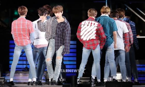 korea korean kpop idol boy band group wanna one's plaid fashion kang daniel plaid looks outfits style for men guys kpopstuff