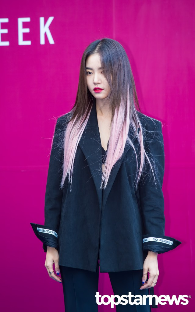 korea korean kpop idol girl group band kdrama actress hwang seung un's two tone hair pink pastel ends dip dye hairstyles girls woman kpopstuff