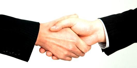 常連や同業者との付き合い方 仲良くするメリットとデメリット