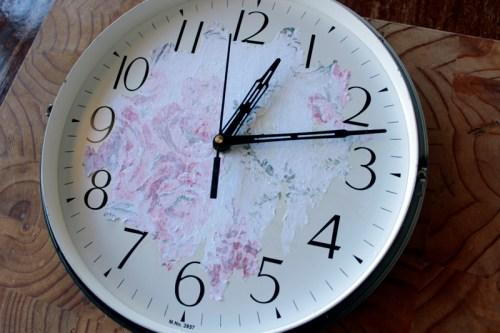 KraftiMama DIY Christmas Gifts, Floral Clock, Transfer glaze