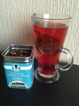 cracking-cranberry-apple-tea