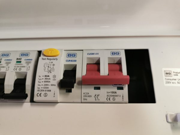 Zemapmetuma elektroinstalācijas kārba 100A 4