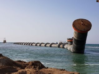 Installation of a sea outfall pipe