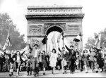 Пол Елијар - Април 1944: Париз сé уште дишеше!