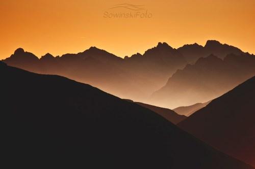 Góry świt w dolinie