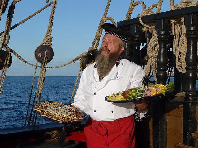 Kuchař Ivo Pokluda s běžnou snídaní na lodi.