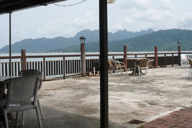 Výhled z bufetu u zastávky trajektu, Langkawi.