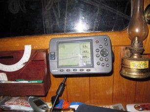 Je ráno 1. června 02.35 na displeji GPS je vzdálenost k cíli Fatu Hivě 1111 mil.