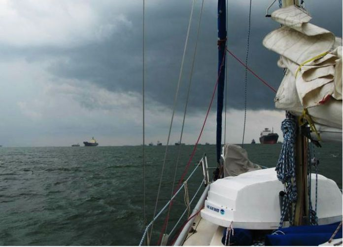 U Singapuru nás přepadla bouřka... za minutu klesla viditelnost tak na 200m.