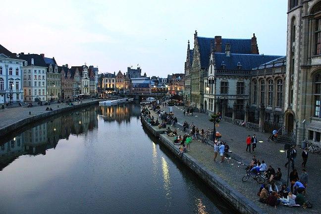 Náplavka v centru Gentu
