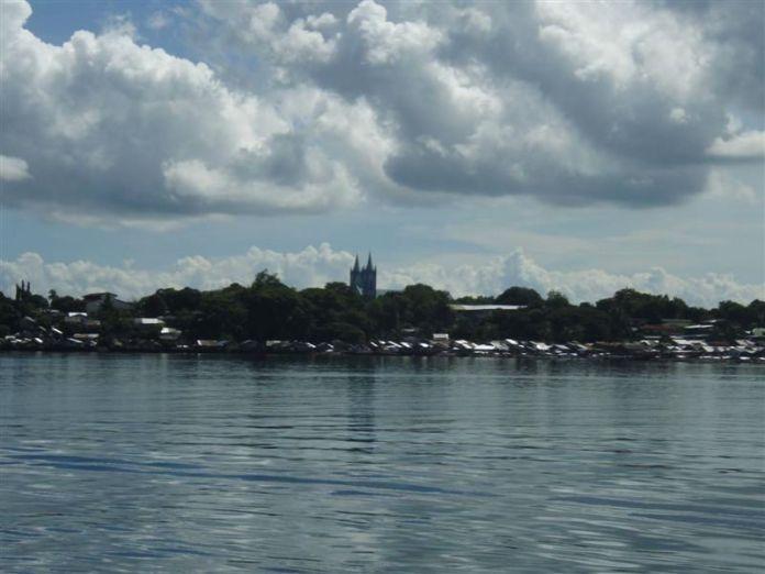 Panorama Puerto Princessy z paluby lodě.
