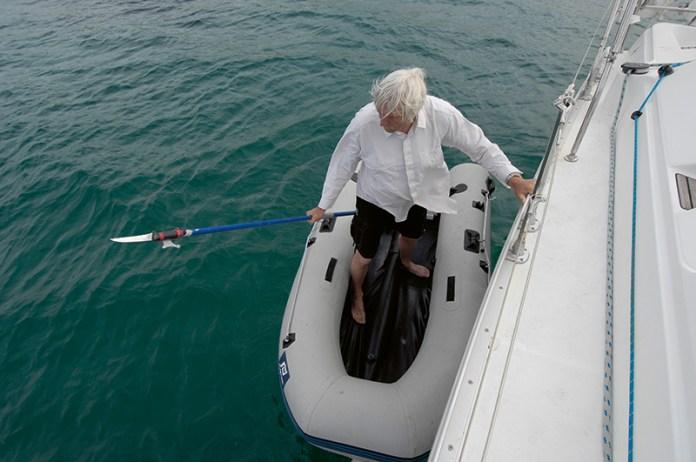 Trefit se lodním hákem nebylo vůbec jednoduché.