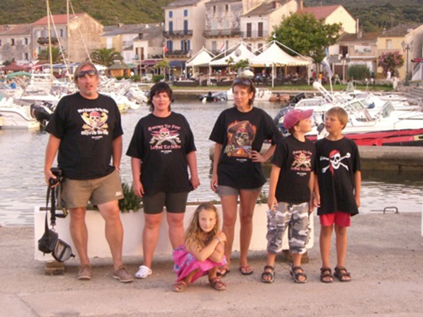 Naše celá posádka v Macinaggiu na severovýchodě Korsiky.