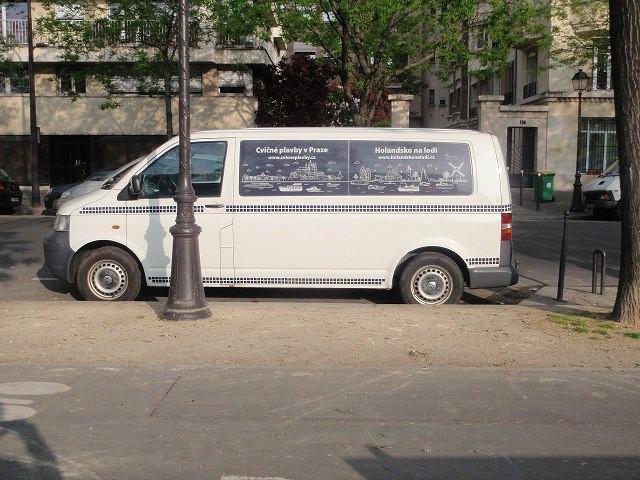 Málem ztracené expediční auto v Paříži.