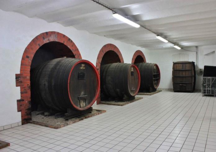 Champagne sklepy ve městě Epernay.