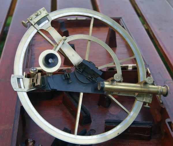 Obr. 22: Multiplikační kruh z roku 1794. Průměr kruhu je 28 cm.
