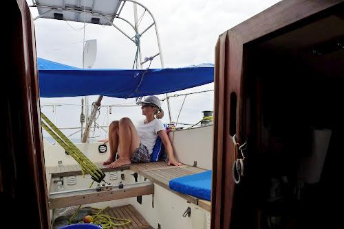 Cape Horn spolehlivě kormidluje a my odpočíváme.