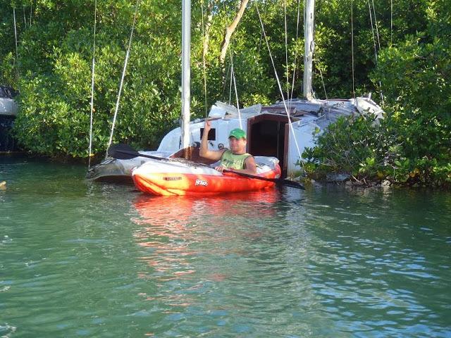 Jednosedadlový kajak umožňuje se dostat i k potopeným lodím.